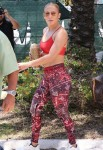 Jennifer Lopez dons an ab-baring gym outfit!