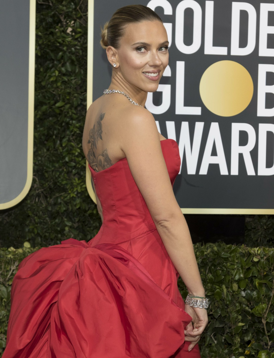 Scarlett Johansson attends the 77th Annual Golden Globe Awards, Golden Globes, at Hotel Beverly Hilton in Beverly Hills, Los Angeles, USA, on 05 January 2020. | usage worldwide