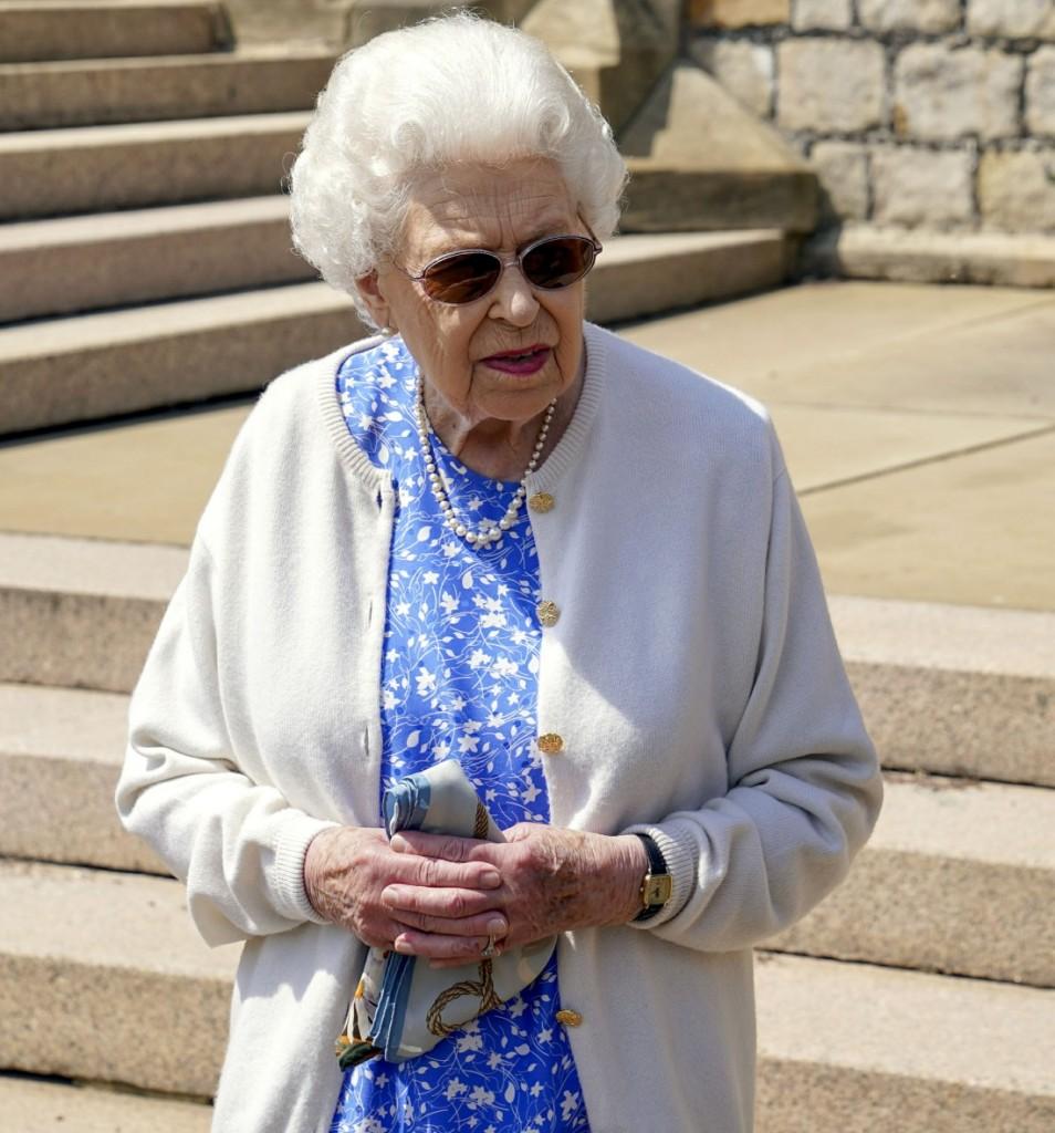 Queen Elizabeth II plants Duke of Edinburgh rose
