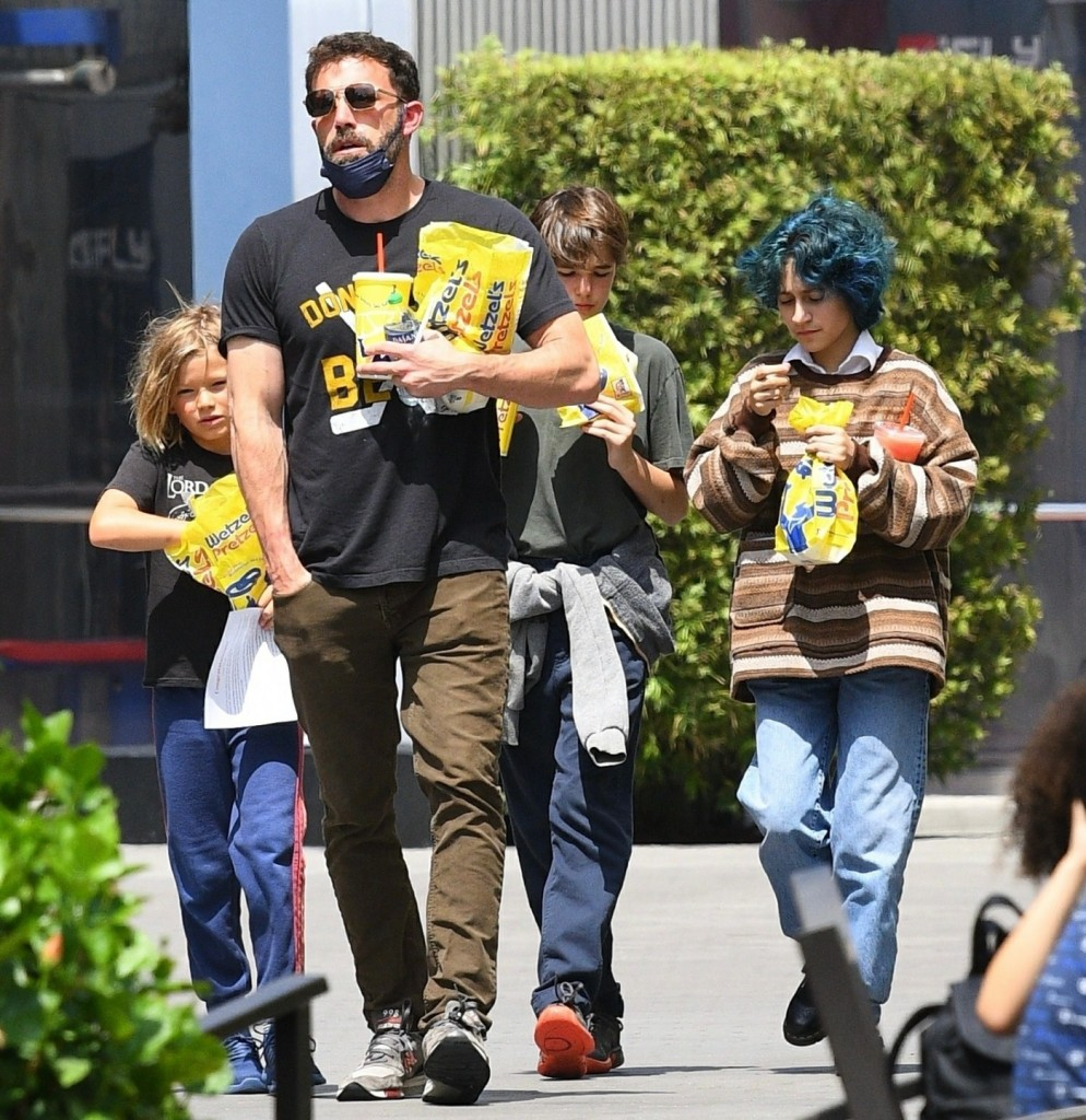 Ben Affleck takes his kids and J-Lo's daughter Emme to Universal CityWalk