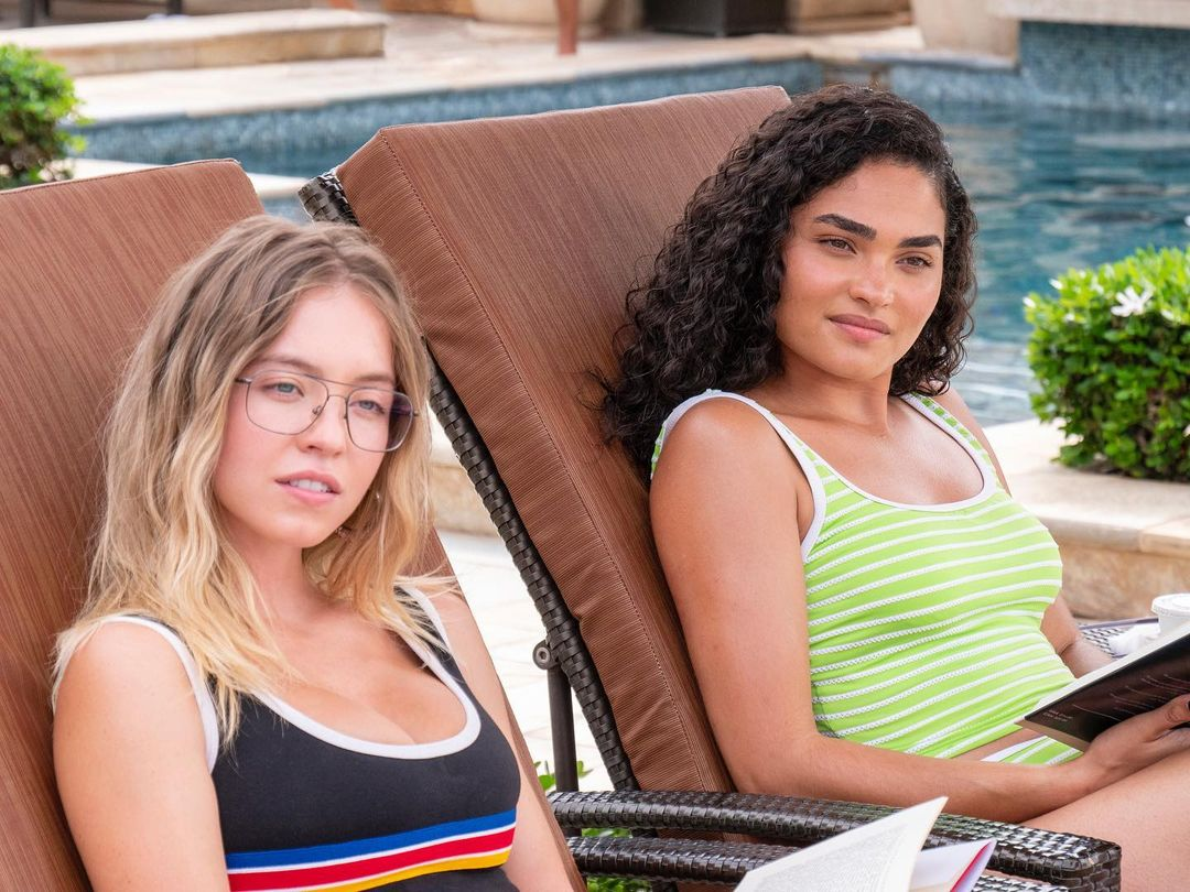 Still from White Lotus of Olivia and Paula in lounge chairs at the pool