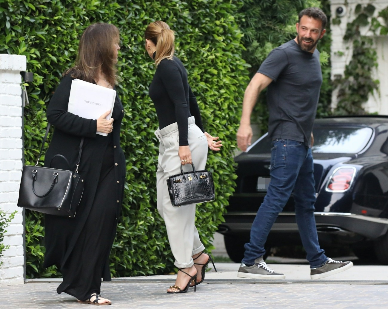 Ben Affleck and Jennifer Lopez share a Passionate Kiss Goodbye after spending the day together at his home
