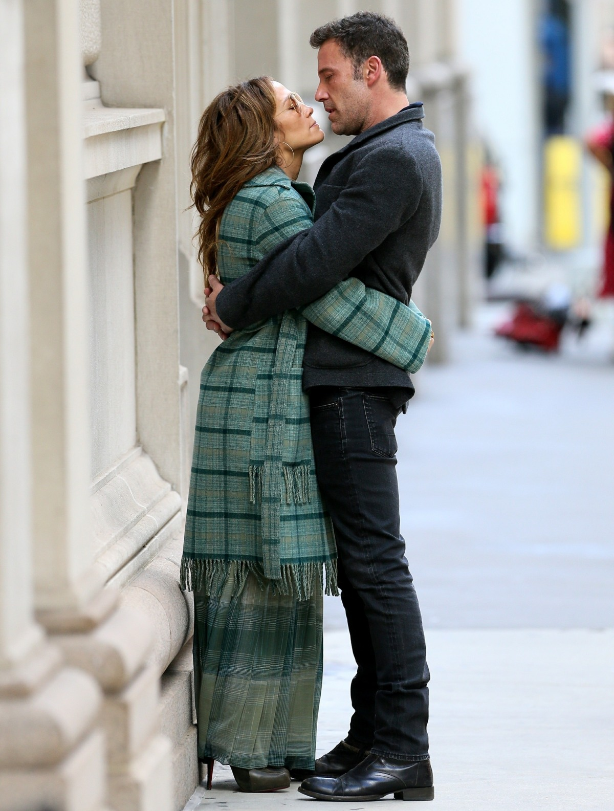 Jennifer Lopez and Ben Affleck kiss in New York City before flying out