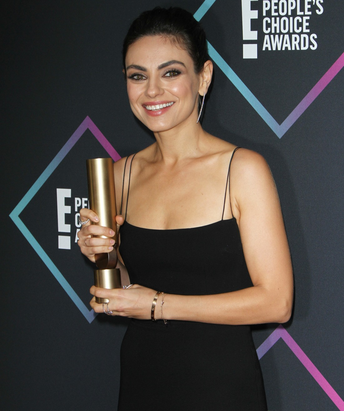 Mila Kunis attends The People's Choice Awards 2018 - Press Room in Los Angeles