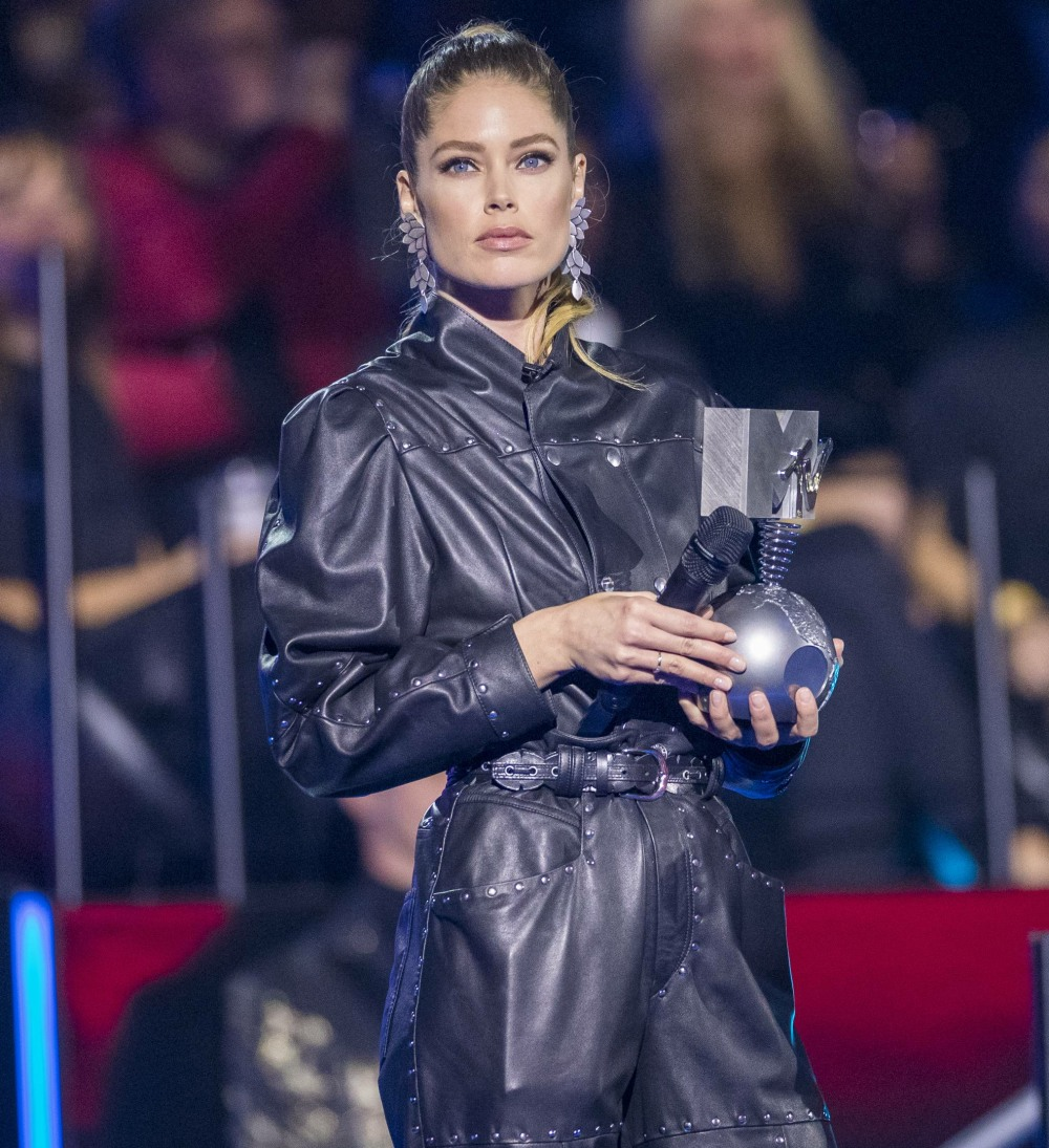 Doutzen Kroes (l) and Paz Vega present at the 2019 MTV EMAs, Europe Music Awards, at Fibes Conference & Exhibition Centre in Seville, Spain, on 03 November 2019. | usage worldwide