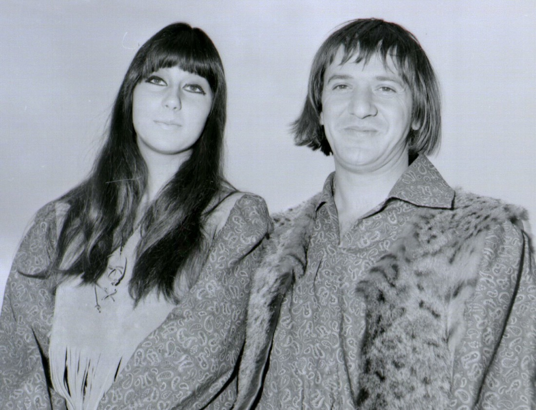 SONNY AND CHER American Pop Singers COMPULSORY CREDIT: UPPA/Photoshot Photo PGH 113433   03.08.1965